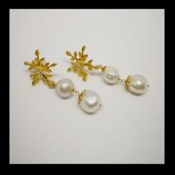 Earrings in golded silver...